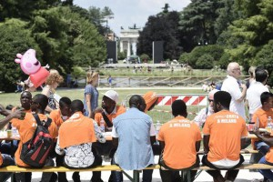Tavolata Milano: pranzo per 2,5 km, attesi oltre 6mila