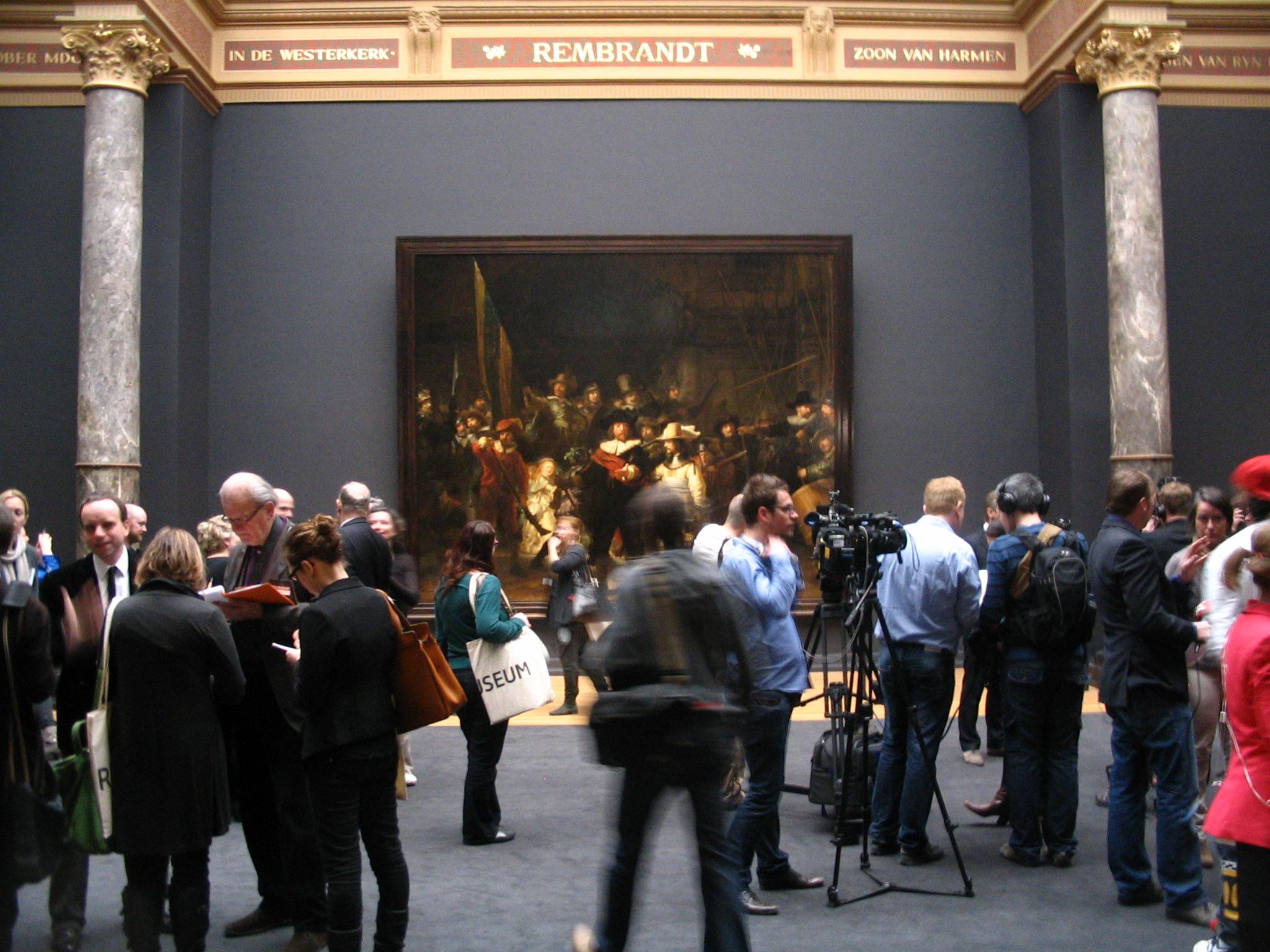 Rijksmuseum-Amsterdam-La-Ronda-di-notte-presa-dassalto-dai-fotografi
