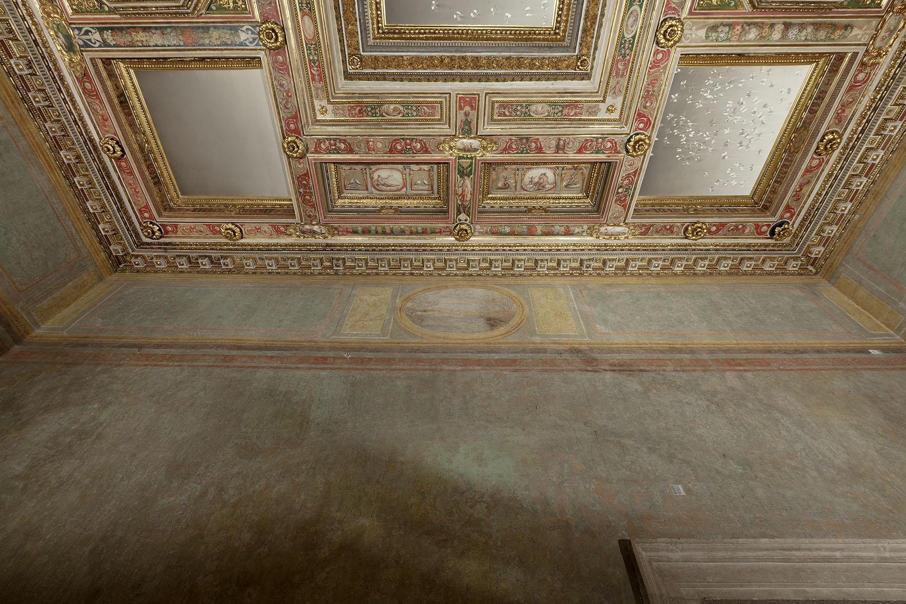 stanza_degli_amori_con_opera_di_Claudio_Parmiggiani_ph._Claudio_Abate_(7)
