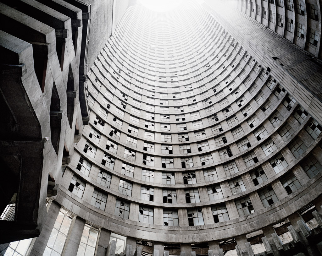 02_Press-Image-l-DBPP15-l-Mikhael-Subotzky-_-Patrick-Waterhouse-l-Looking-up-the-Core_-Ponte-City_-Johannesburg_-2008