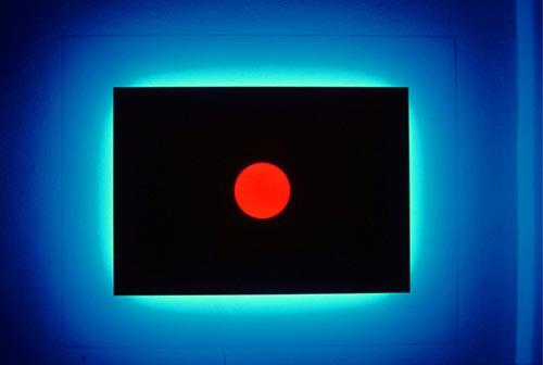 Nanda-Vigo-Light-Progressions-1993-cm-140-x-110-x-185-vetro-laccato-e-satinato-neon-blu-neon-rosso-Omaggio-a-Fontana