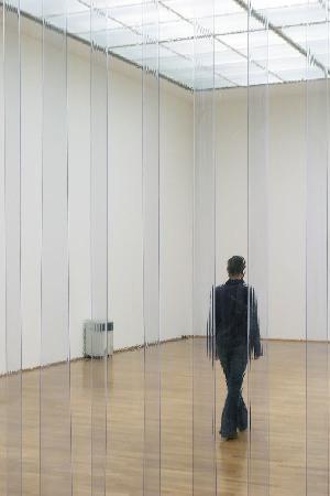 Teresa_Margolles,_Aire_(Air),_2003_(veduta_mostra__Muerte_sin_fin__MMK_Museum,_Francoforte,_2004