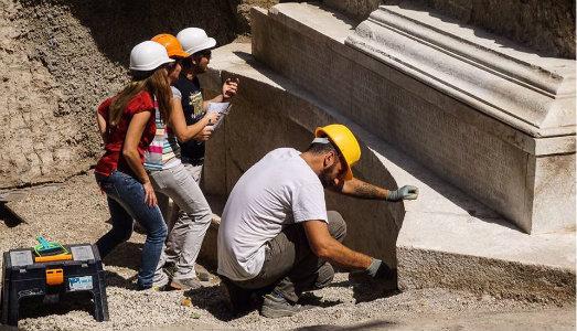 pompei-nasconde-tesori-alla-luce-tomba-monumentale-epigrafe-lunga-ritrovata-2