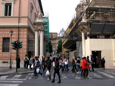 ingresso-di-via-sant-anna-vaticano-910484