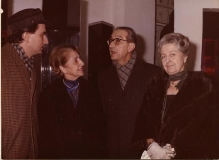 1969, Con Paola e Rita LeviMontalcini, e Portoghesi