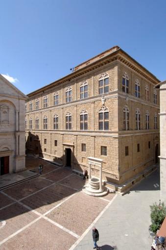 Palazzo piccolomini foto1