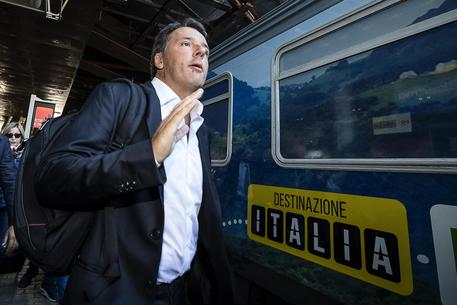 Pd: al via treno di Renzi, è viaggio di ascolto dell'Italia
