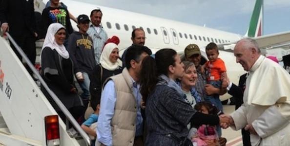 pape-et-migrants-588x297