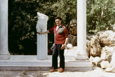Alexander-Iolas-outside-his-house-in-Athens-1982