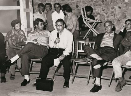 Assemblea-organizzata-durante-la-mostra-Arte-povera-più-azioni-povere-Amalfi-ottobre-1968