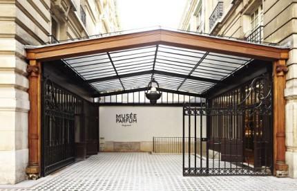 1-nuovo-museo-profumo-parigi-entrata-c16292