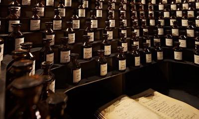 2-nouveau-musee-parfum-bottles-c16292