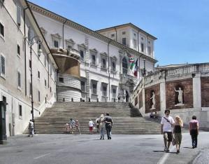 veduta_dal_basso_del_palazzo_del_quirinale