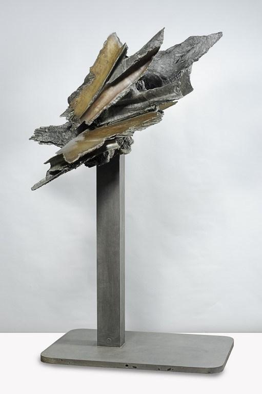 Francesco-Somaini-Memoria-dell'Apocalisse-II-1962-bronzo-patinato-con-lucidi-parziali-su-base-in-ferro-a-putrella-211x102x130-cm-Copia