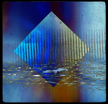 03_-FONDAZIONE.PLART-BRUNO-MUNARI-Vetrini-a-luce-polarizzata-1953-Materiali-vari-Courtesy-Miroslava-Hajek_1-435x420