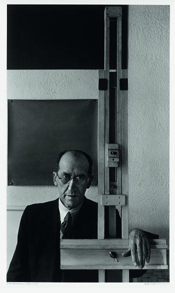 Piet-Mondrian_©Arnold-Newman_7147-353x590