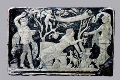 Bacco-e-Arianna-Pompei-Casa-di-Marco-Fabio-Rufo-vetro-cameo-cm255x395-Pompei-Parco-Archeologico-1200x800
