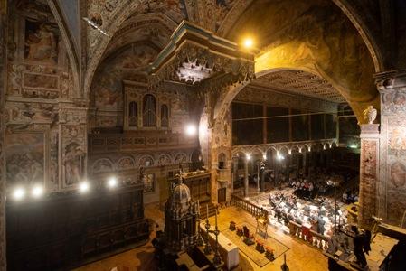 2 Basilica di San Pietro a Perugia durante un concerto TMF