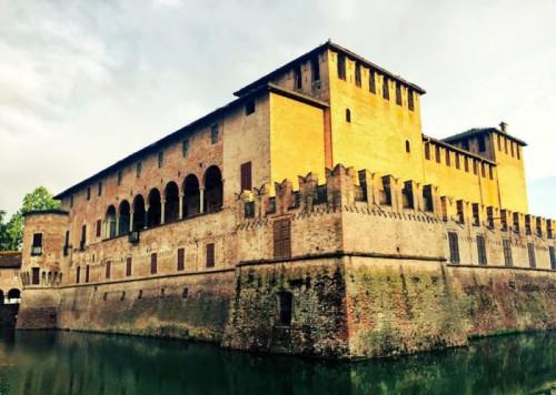 Fontanellato-Rocca-1-700x499