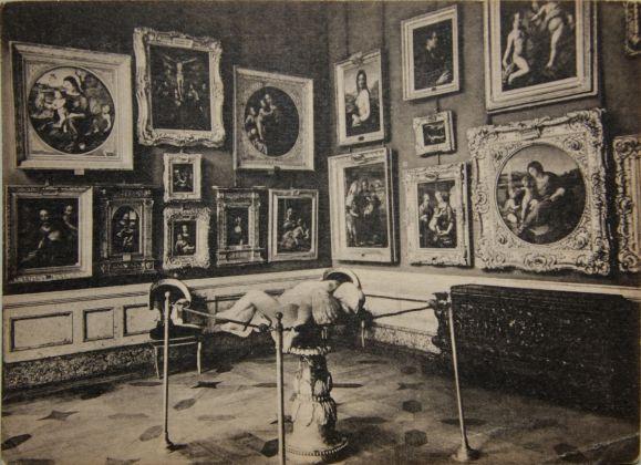La-Madonna-Benois-nel-suo-allestimento-poco-prima-della-Rivoluzione-Russa-del-1917.-San-Pietroburgo-Museo-Statale-Ermitage-579x420