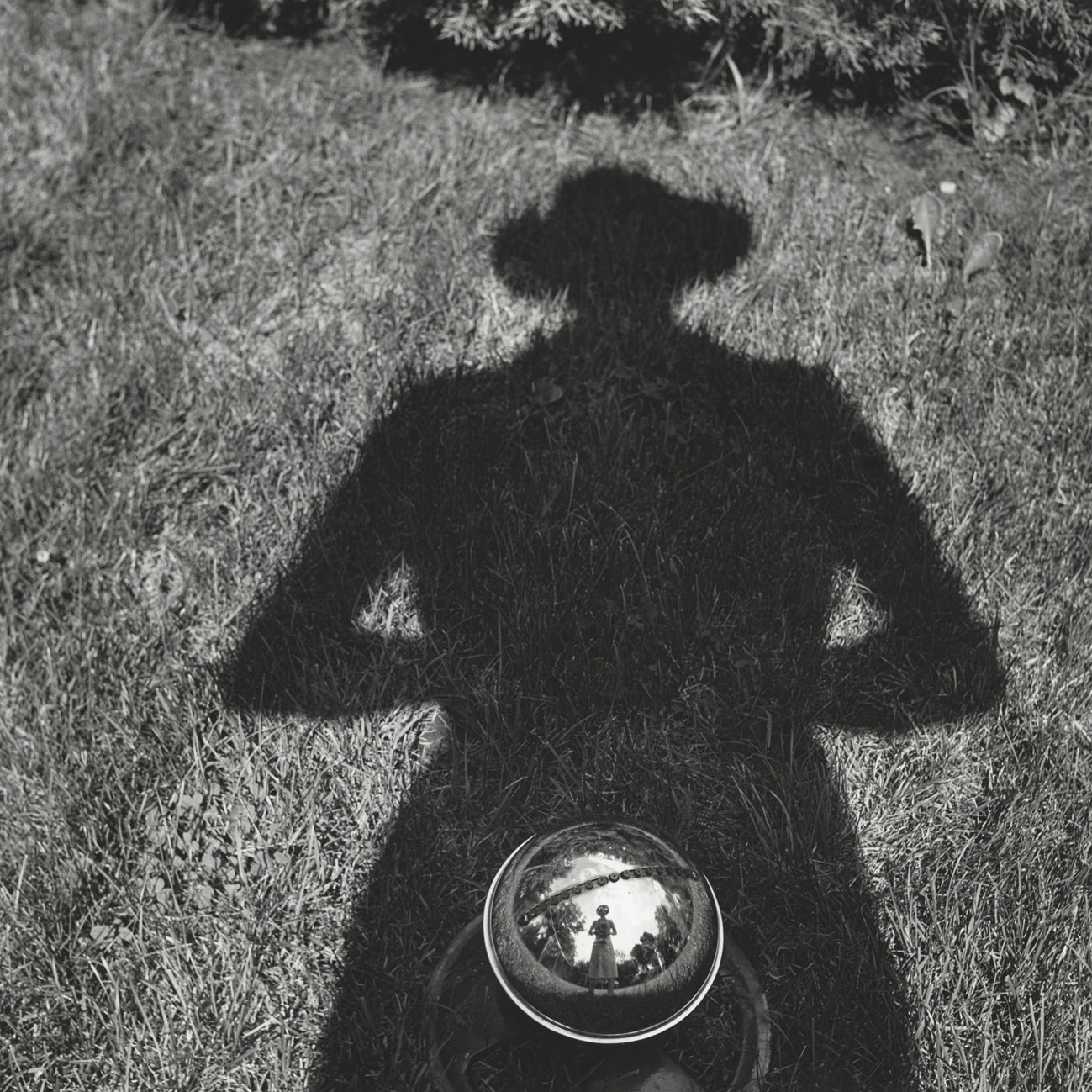 a02_-VIVIAN-MAIER-SELF-PORTRAIT-UNDATED-PALAZZO-PALLAVICINI-BOLOGNA-copyright-Vivian-Maier-Maloof-Collection-Courtesy-Howard-Greendberg-Gallery-New-York