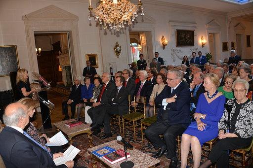 pubblico-con-il-principe-Laurent-del-Belgio-vicino-alla-alla-Prof.ssa-Sissel-Hover-consorte-dellAmbasciatore-Gaetano-Cortese
