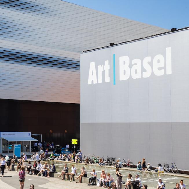 svizzera-bimbo-di-3-anni-distrugge-opera-d-arte-da-50-mila-euro-dfg0z