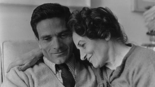 Pasolini-con-la-madre-Susanna-Dicitura-obbligatoria-Foto-Vittorio-La-Verde-Copyright-Gerardo-Martorelli2-1024x572