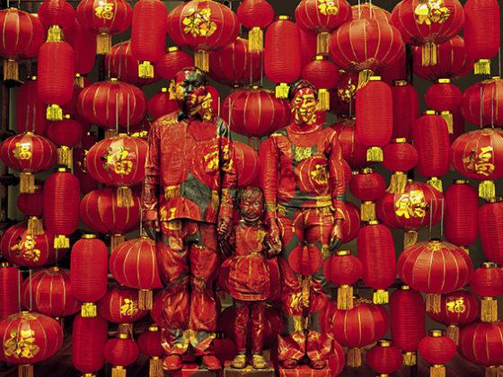 liu-bolin_-Family-Photo-560x420