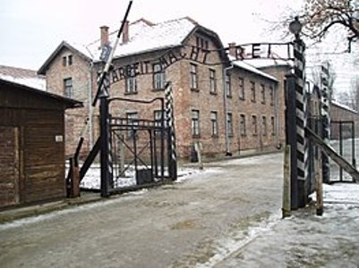 263px-Arbeit_macht_frei_sign,_main_gate_of_the_Auschwitz_I_concentration_camp,_Poland_-_20051127
