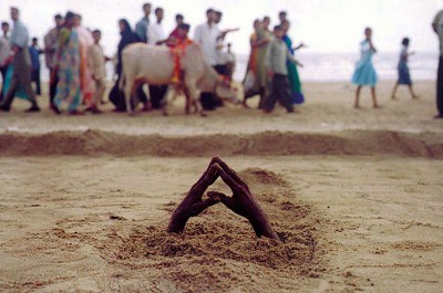 Ashish Gupta_A man buries himself under the sand_Juhu beach Mumbai_20-02-2002