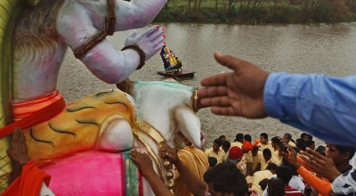 Ashish Gupta_Bid adieu to Ganesh Idols on the 10th day of Ganpati immersion_Kolhapur_ 18-09-2013