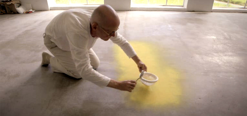 Wolfgang-Laib-sprinkles-pollen-dust-for-MoMA