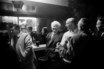 Al pub_Belfast_1968_ph. Mario Dondero