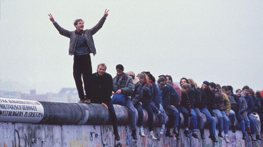 berlin-wall-1989-866x486