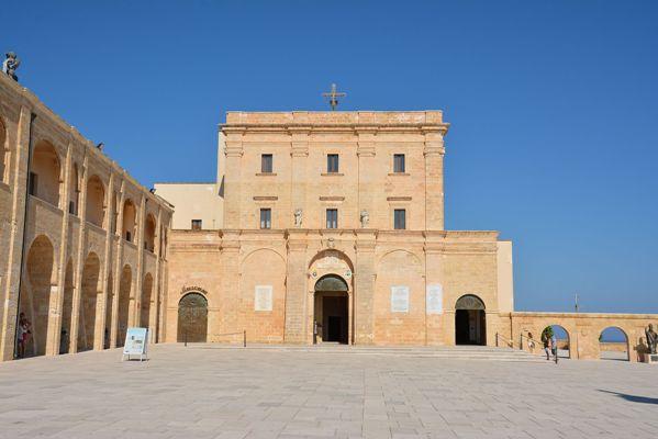 Basilica_di_Santa_Maria_de_Finibus_Terrae_3