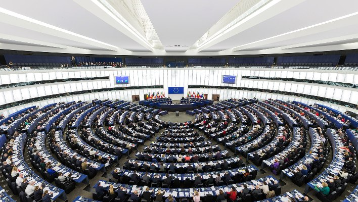 1920px-European_Parliament_Strasbourg_Hemicycle_-_Diliff