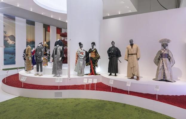 Kimono-Kyoto-to-Catwalk-Installation-shot-of-Kimono-Kyoto-to-Catwalk-15-2-1582905865 (2)