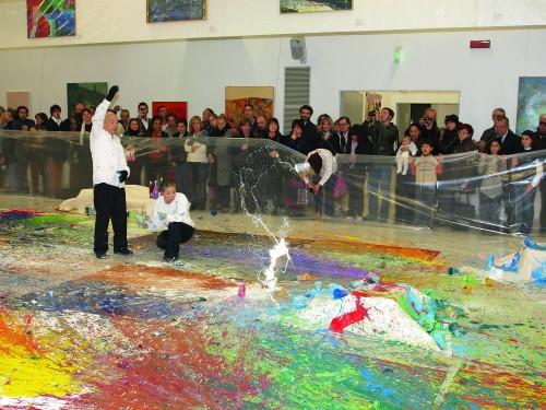 Shozo-Shimamoto-durante-la-performance-al-MAGI-novembre-2008