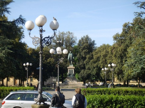 1280px-Piazza_dell'inipendenza_12