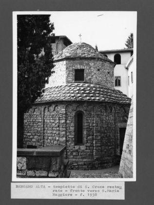 Tempietto-di-Santa-Croce-a-Bergamo-dopo-i-lavori-di-restauro-1938-©-Archivio-famiglia-Angelini-316x420