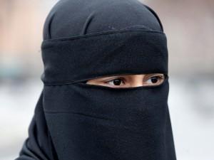 Tunisia---Via-niqab-da-scuole-