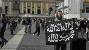 Cerantonio con la bandiera nera davanti a San Pietro