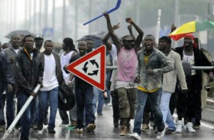 1451138740-immigrati-violenti-2
