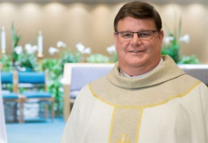padre_gregory_greiten_sacerdote_gay_chiesa_omosessuale_twitter_2017_thumb660x453