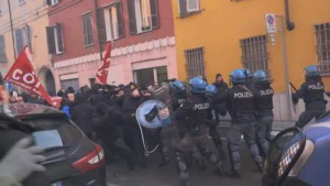 424764-thumb-full-piacenza_antifa_10feb2018