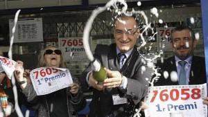 """Nel 2019 gli spagnoli hanno speso quasi 3 miliardi di euro per comprare i biglietti de """"El Gordo"""" la lotteria di Natale che in questa edizione ha distribuito premi per un totale di 489 milioni di euro."""