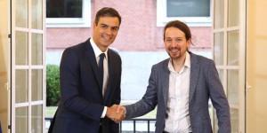 Pedro Sánchez (sx) e Pablo Iglesias in cerca di alleanze per formare il Governo.