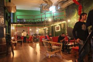 Un cannabis club di Barcellona. Un ambiente pulito, controllato e rilassante di soci.