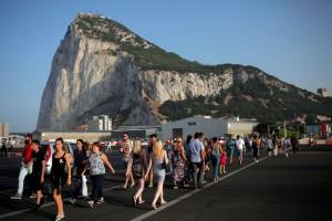 """La Rocca di Gibilterra per i britannici è """"The Rock"""", per gli spagnoli, invece, è """"El Penón"""". Fa parte dei Territori d'Oltremare del Regno Unito ed è governata dalla Regina Elisabetta II."""